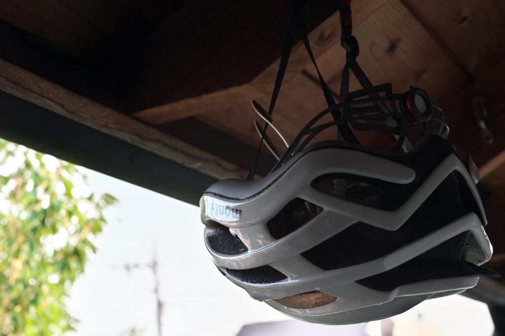 水でジャブジャブ洗って干したヘルメットなど