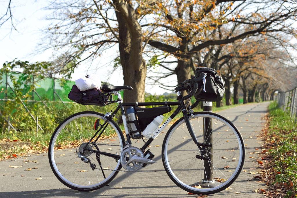 サイクリング中のラレーCRF